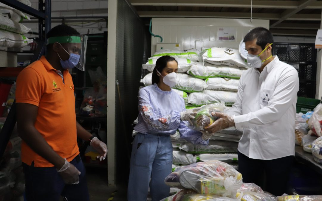 170 mercados entregan trabajadores de la Cámara de Comercio de Cartagena al Banco de Alimentos